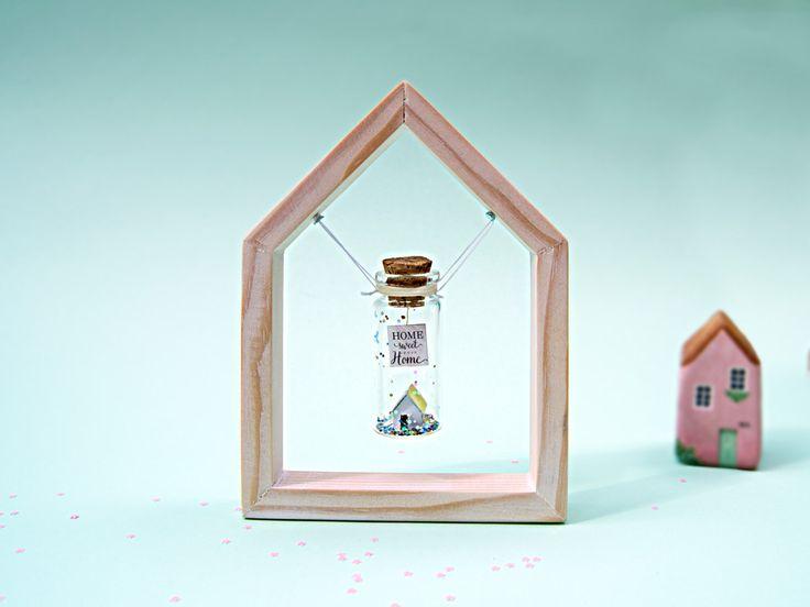 Marco flotante de madera hecho a mano. Marco en forma de casa. Marco para botellas con mensaje. Regalo personalizado. Miniatura. Romántico. de EyMyMessage en Etsy