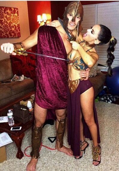 Muchos de nosotros iremos a fiestas de Halloween con nuestra pareja, y no hay nada más divertido que hacer que los disfraces coordinen. Por eso hoy les traemos 50 ideas para que alisten su caracterización en pareja.
