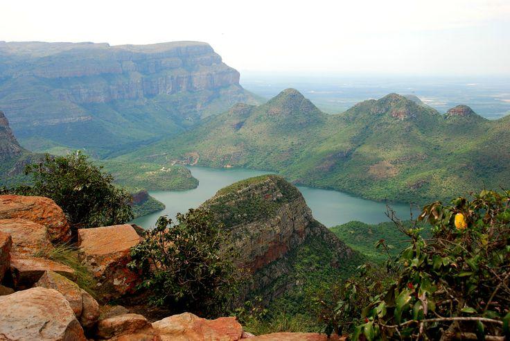 De Panoramaroute in Zuid-Afrika leidt langs de mooiste plekjes van de provincie Mpumalanga. De route ligt ten westen van het Krugerpark en leid je langs canyons, rivieren, watervallen, rotspartijen en berglandschappen met de meest fantastische uitzichten.