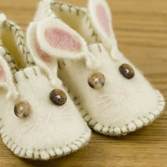 i give up... i've seen so many baby shoes project, but these rabbits will definitely jump on my girl's feet