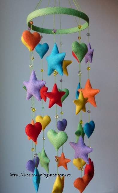 Fel mobile with stars and hearts.  Movil de fieltro con estrellas y corazones.