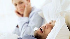 12 domácích tipů na spánek bez chrápání