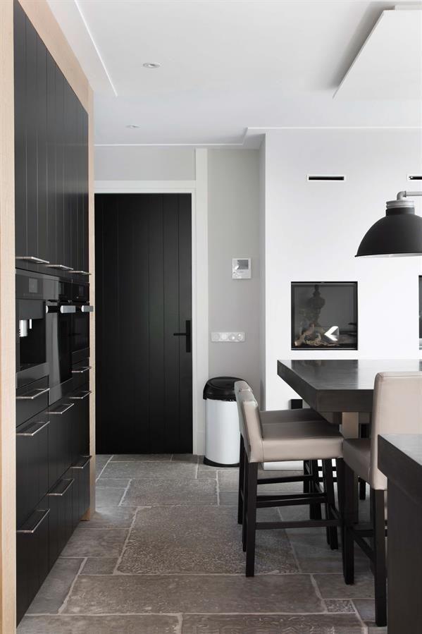 17 beste idee n over hoogglans verf op pinterest glansverf eierschaal en zwarte plinten - Eigentijdse meubelen ...