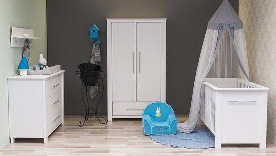 Een mooie, cleane babykamer voor jongentjes! De kamer is compleet online te bestellen.  https://www.bol.com/nl/p/bebies-first-nick-complete-babykamer-wit/9200000004576904/?Referrer=ADVNLPPcef8d800cdbf92970065bba51d010042297