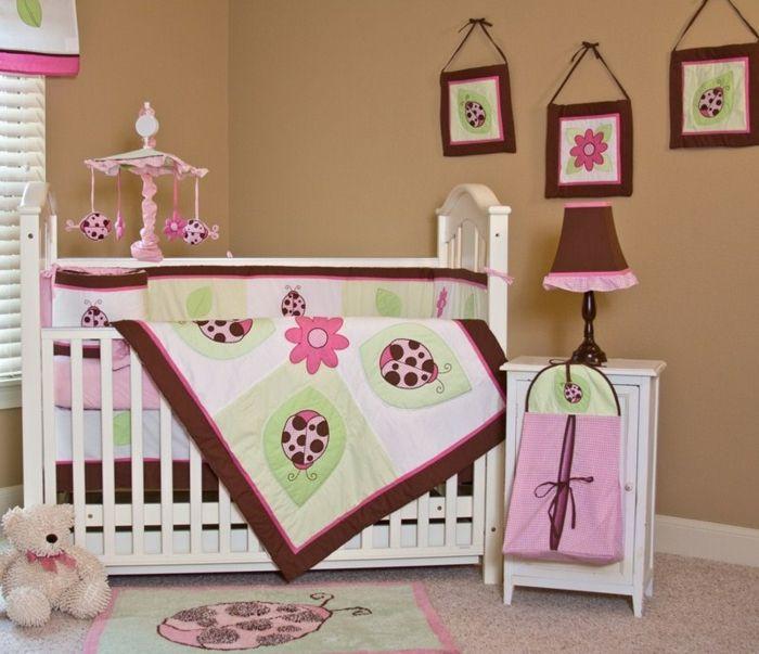 Chambre Bébé Fille Pas Cher, Plaid Amusant, Tapis Coccinelle, Lampe  Abat Jour Style Ancien, Murs Marrons