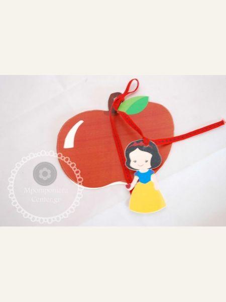 Προσκλητήριο βάπτισης Χιονάτη - σχέδιο μήλο , εσωτερικά το κείμενο