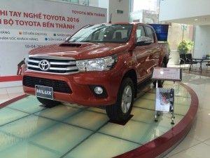 Cần bán Toyota Hilux 2016 giá ưu đải bất ngờ. Tặng DVD Camera de