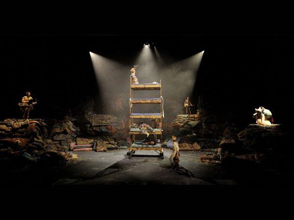 """LLits"""" - Teatro Nacional de Catalunya . Realización escenográfica. Foto de David Ruano."""