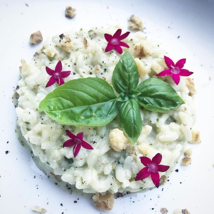 """""""Mi piace"""": 57, commenti: 7 - Devis Pederzini (@cookingpeddy) su Instagram: """"Stasera un risotto estivo freschissimo con una crema di stracchino, basilico e noci 💚"""""""