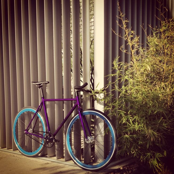 OH SHIT! Love these colors! For sure how I want my bike to look! She's needs…