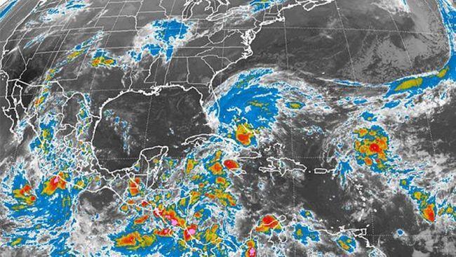 Philippe se aleja de Florida y produce lluvias intensas en Bahamas /  La tormenta tropical Philippe se aleja de Florida y genera fuertes lluvias en el noroeste de Bahamas, mientras acelera su paso sobre el Atlántico, informó hoy el Centro Nacional de Huracanes (CNH) de EEUU. El sistema, que produjo durante la noche fuertes lluvias en Florida, presenta vientos máximos sostenidos de 85