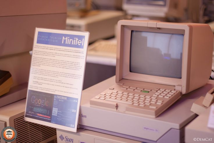 Minitel: μια videotex οnline υπηρεσία προσβάσιμη μέσω του τηλεφωνικού δικτύου και θεωρείται ως μία από τις πλέον επιτυχημένες online υπηρεσίες πριν την εποχή έλευσης του #Internet και του #WorldWideWeb. Στην Ελλάδα το σύστημα αυτό εισήχθει στις αρχές της δεκαετίας του '90, παρεχόταν από τον OTEκαι ονομαζόταν HellasTel. #recall_memory #hellenicITmuseum #elmp #retropc #oldcomputer #museum