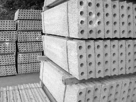 Ihr Groß- und Einzelhändler für Betonfertigteile Stahlbetonhohldielen Betonstürze Sammelgruben Schachtbauteile Beton-Schalungssteine Hohlblocksteine Betonzaunpfähle Winkelstützen L-Elemente