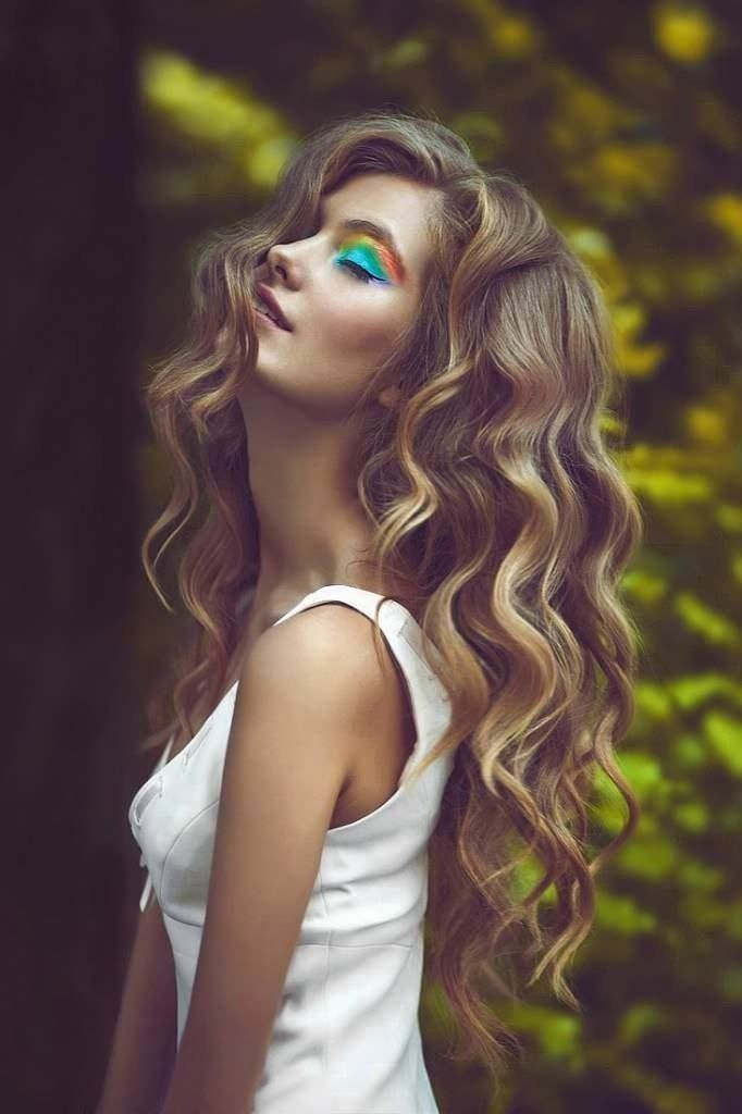 No heat curls- 5 Ideas on How to Achieve Heatless Curls...NOT her rainbow make up lol