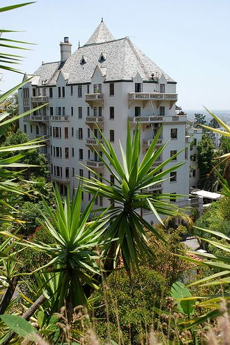 The beautiful Chateau Marmont, the definition of old Hollywood glamour. Trés chic.