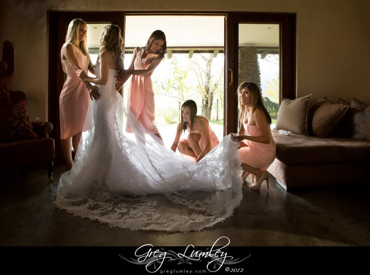 Wedding photography - getting ready with your bridesmaids