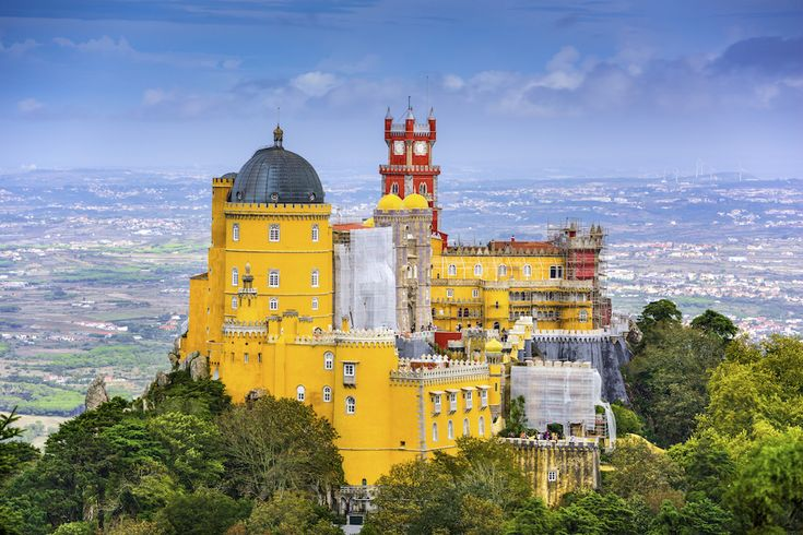 #Portogallo: la top 10 per un viaggio perfetto - via Guide Marco Polo 11.05.2016 | Il Portogallo è una fantastica tavolozza di colori e di esperienze di viaggio. Ecco le nostre 10 destinazioni preferite per vivere il paese a 360°. Per unirle con un delizioso fil rouge, la cosa migliore è procurarsi la carta stradale Marco Polo. Foto: Sintra