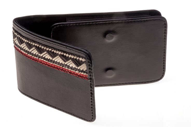 Porta celular para hombre elaborado en cuero y caña flecha, diseño exclusivo. Color marrón