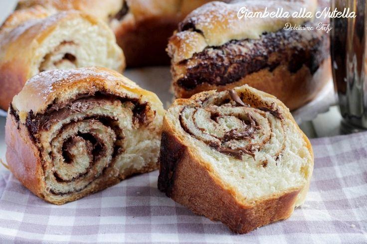 Una soffice Ciambella alla Nutella, una ricetta lievitata, è un dolce perfetto per la colazione, ma anche per la colazione, una pausa golosa e cremosa