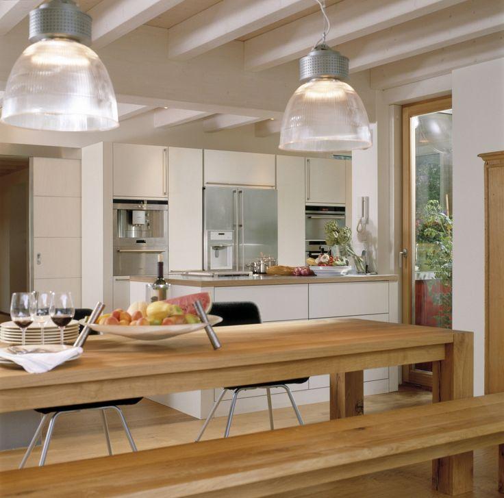 Eckiger Esstisch aus Holz in offener Küche Räume Pinterest - offene kche mit theke