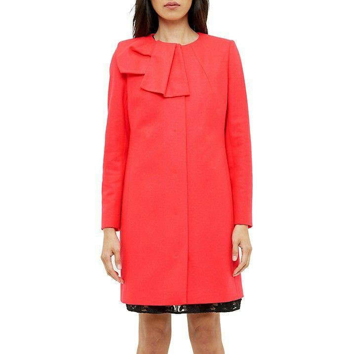 Outfit Annette: Prinses Annette draagt een nieuwe mantel van Ted Baker: een merk waar ze wel vaker officiele kleding heeft gekocht.