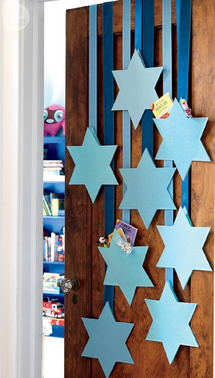 Festive Hanukkah decorating ideas for every room - http://centophobe.com/festive-hanukkah-decorating-ideas-for-every-room/