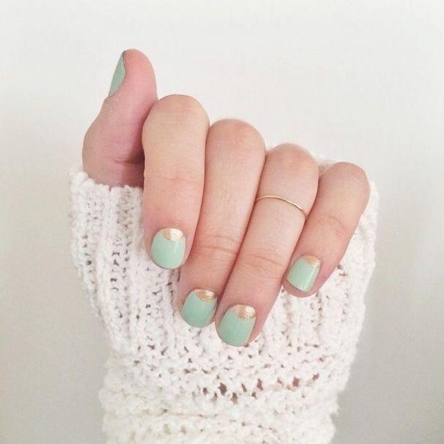 短い爪さんにもぴったりな((ハーフムーンネイル))がシンプル可愛い♡♡