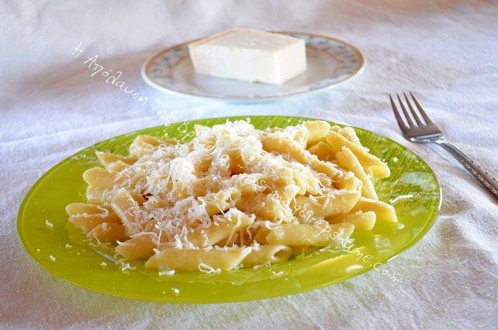 Πέννες με κρεμμύδι και σκόρδο
