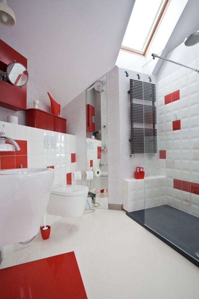 design de la petite salle de bains moderne en blanc et rouge