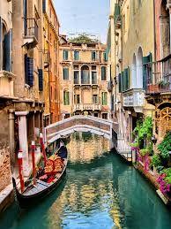 Wenecja to jedno z najsłynniejszych miast na romantyczne podróże.