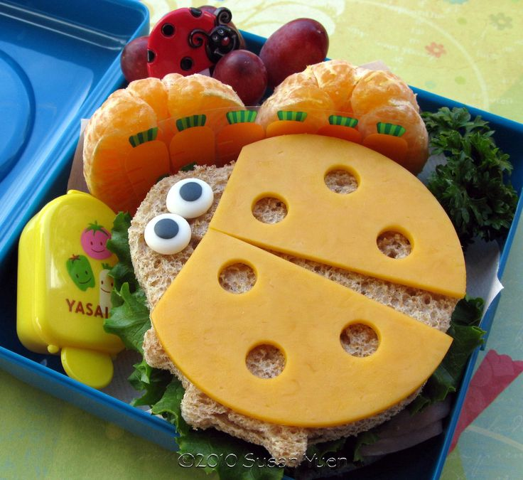 how cute!Bento Lunch, Kids Lunches, For Kids, Lunches Boxes, Lunches Ideas, Ladybugs, Boxes Lunches, Lady Bugs, Kids Food