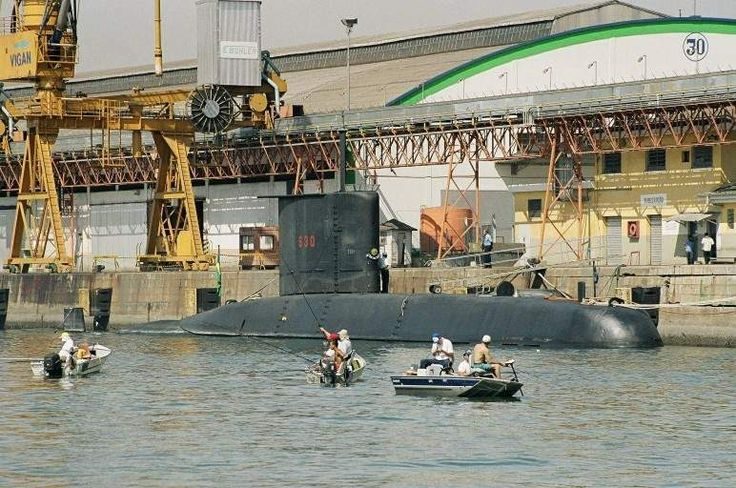 O Tupi, esteve em Santos entre 20 e 23 de agosto de 2004, no intervalo de exercicios de salvamento com o NSS Felinto Perry no litoral do Rio de Janeiro e São Paulo. (foto: NGB - Marcelo M. Lopes da Silva, 21/08/2004)
