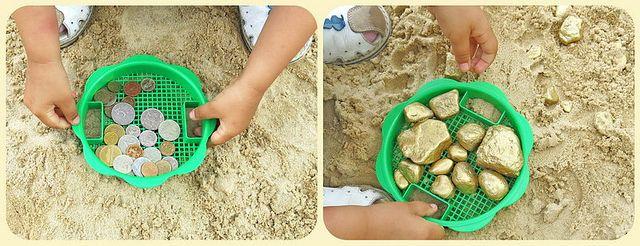Добываем золото: закапываем в песочнице заранее покрашенные золотой краской камешки, и «моем» их, просеивая песок через сито. Можно покрасить монетки и искать клад.