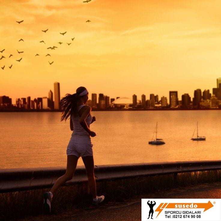 Sabahları düzenli yapılan koşu sporu, kan basıncını dengelerken, tansiyonu normal değerlerine getirir. Uzun süre sabahları koşan insanların, tansiyon, şeker ve kolesterolü dengeye girer. Sabahları koşmaya başladığınız ilk zamanlar tansiyonunuz biraz yükselecektir. Bu nedenle, ilk koşularda kısa mesafe ve yavaş tempo seçilmelidir.  #susedosporcubesinleri #spor #saglik #proteintozu #saglikliyasam #enerji #fitness #gym  #hareket #egzersiz #vucut #stres #mutluluk #enerji #kadın #cvitamini…