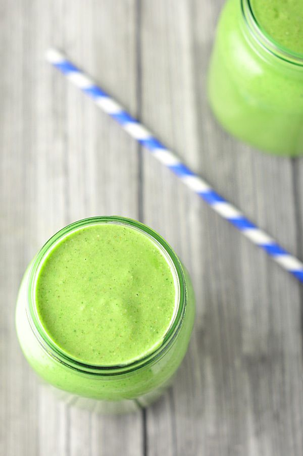 Creamy Cashew Green Smoothie A drink that will leave you glowing from the inside out! #spinach #gettheglow #greensmoothie