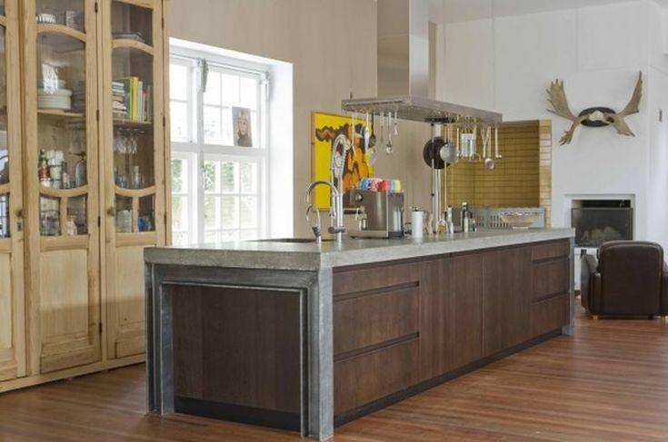 The Living Kitchen B.V. by Paul van de Kooi. Betonnen blad, H-Balken zijwanden, houten fronten