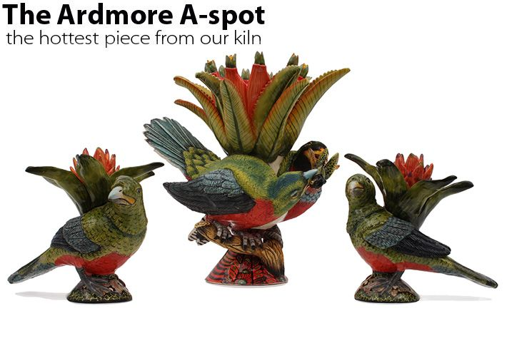 Painters Misiwe Hadebe Ntshalintshali and Mama Ntombela have captured the brilliant green body and crimson breast of the Narina Trogon in a vase and candle holders sculpted by Betty Ntshingila.
