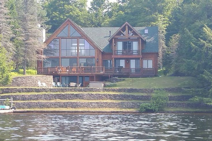 Adirondack log lakehouse houses for rent in old