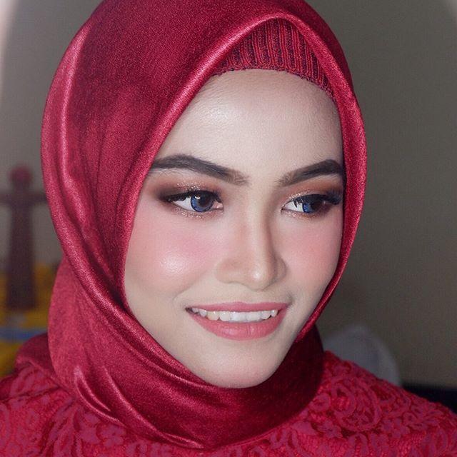 Hot Promo For Make Up Wisuda 150k Flawless Make Up Bagi Kalian Yang Minat Make Up Untuk Hot P New Makeup Trends Makeup Trends Best Vegan Makeup Brands