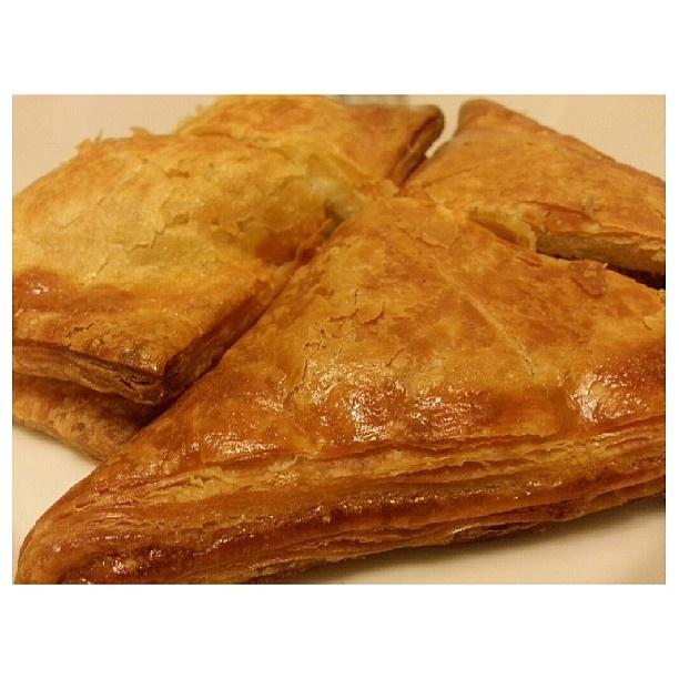 #朝ごはん サクサク#ツナ#チキン#パイ #tuna and #chicken #pie  for #breakfast #yummy#food#bread#philippines#フィリピン