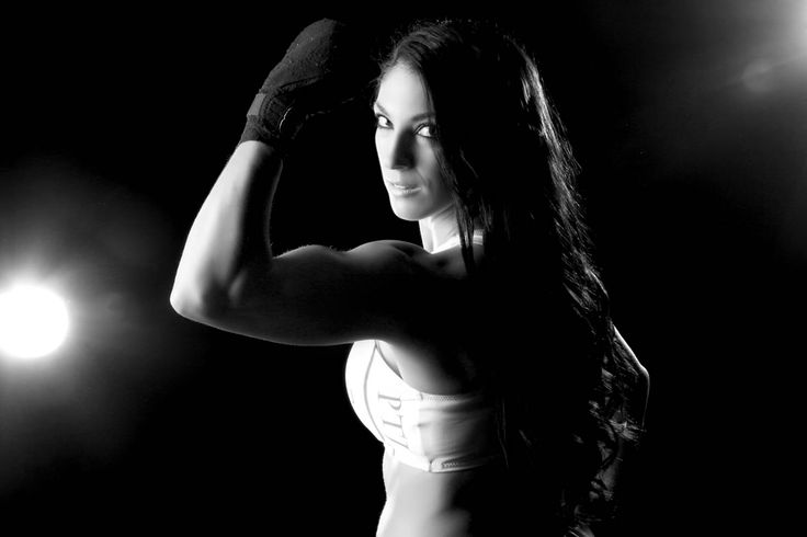 Training female muaythai fighters is not an easy task. To be a good trainer is truly a gift that not all individuals possess.