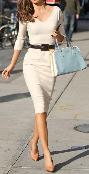 So ein elegantes Kleid darf in keinem Rucksack fehlen – denkt Lisa. #Wanderlust. (Victoria Beckham Collection)
