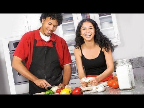 """""""Chef 911"""" es un programa de chefs, donde en cada episodio, el cocinero y su asistente, Tony Gaudry y Mariangela Meotti, responden a un desafio o una llamada de ayuda para resolver emergencias culinarias de todo tipo."""