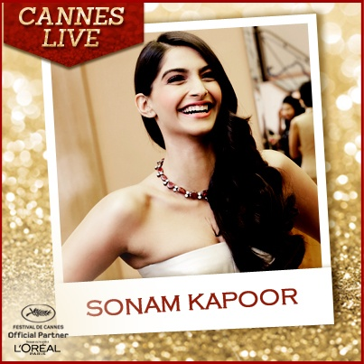 Side swept hair & that gorgeous smile! We will be decoding Sonam Kapoor's look at the Cannes Red Carpet. Stay Tuned! #Cannes #RedCarpet #SonamKapoor