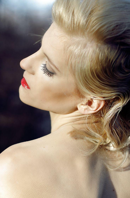 Make-Up in WHITE
