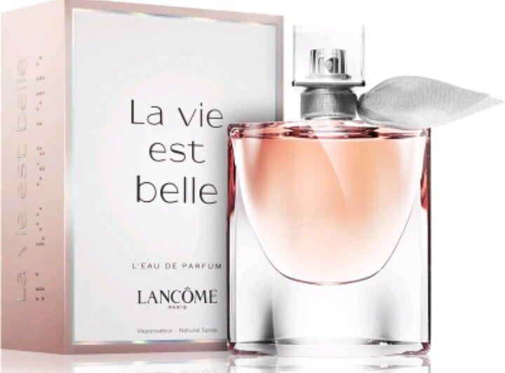 """#Lancome """"La Vie Est Belle"""" Eau De Parfum 💎💎💎 voto: 5/5 💎 innamorata pazza di questo profumo. Dalle note di patchuli, gelsomino, pera, praline e vaniglia, risulta un profumo fresco e giovanile. Ideale per personalità non eccentriche, ma sofisticate."""