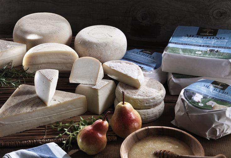 #formaggi #semistagionati San Patrignano. I formaggi semistagionati rispecchiano la tradizione contadina nel processo di maturazione secondo natura su assi di legno, senza forzature.