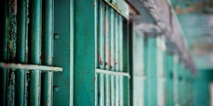 Düşünbil ///  Geleceğe dair pek umudu olmayan mahkumlar için mutluluğun anahtarı