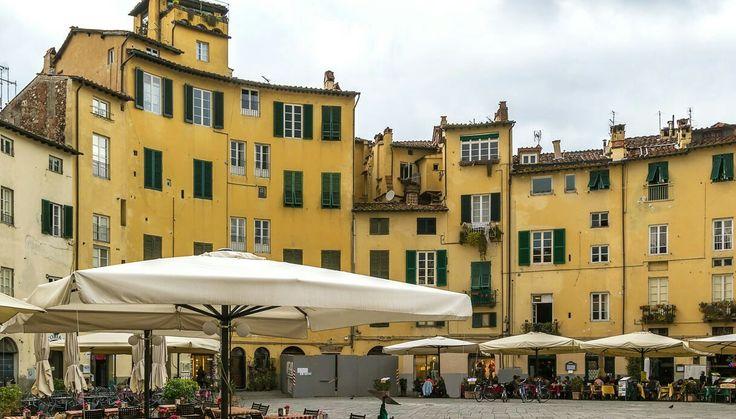 Piazza Anfiteatro,Lucca