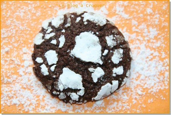 Craquelé au chocolat Comme chaque année, je me mets aux fourneaux en décembre pour perpétuer la longue tradition familiale des gâteaux de Noël... Aujourd'hui c'est le coup d'envoi… Pâte sucrée hier au soir et ce matin de bonne heure,1ère étape d'une pâte...